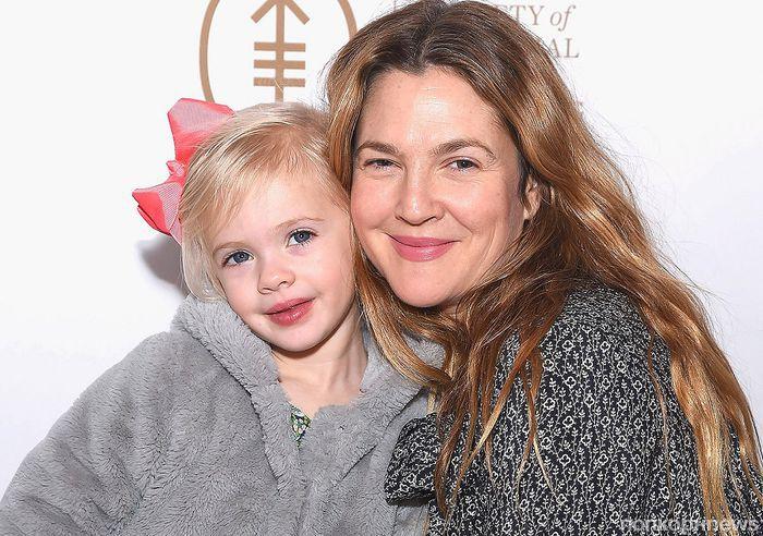 Дрю Бэрримор не хочет, чтобы ее дочки стали актрисами