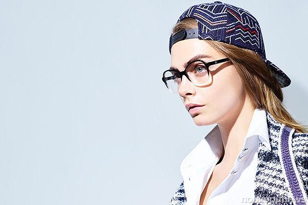 Кара Делевинь снялась в весенне-летней коллекции очков Chanel