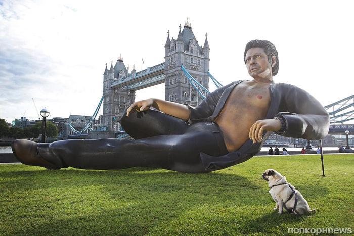 Гигантская статуя Джеффа Голдблюма появилась в Лондоне в честь 25-летия «Парка Юрского периода»