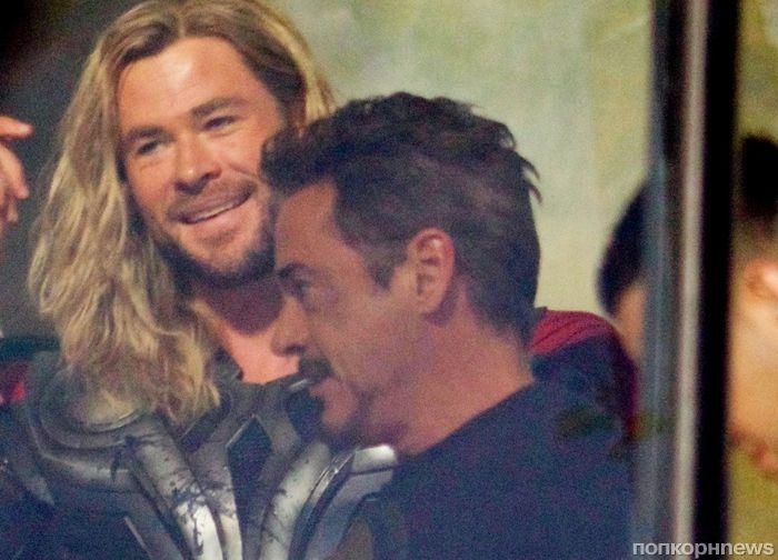 Новые фото: Роберт Дауни-младший, Том Хиддлстон и Крис Хемсворт на съемках «Мстителей 4»