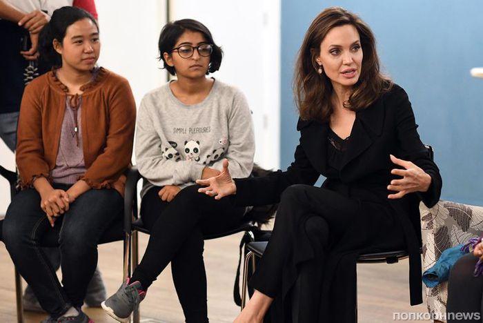 Анджелина Джоли обсуждает проблему сексуального насилия со своими детьми