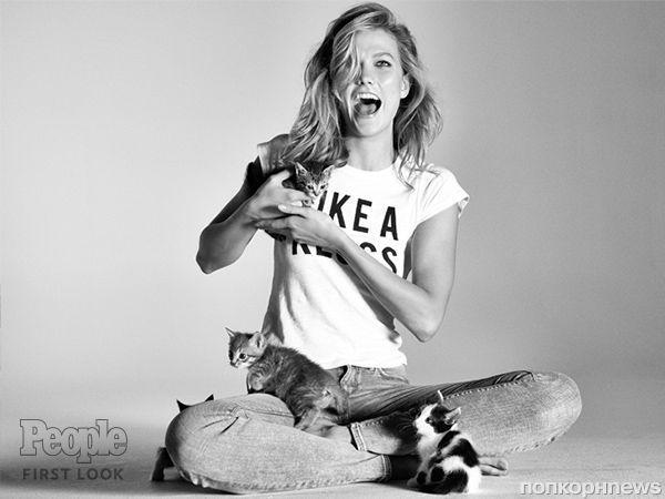 Карли Клосс в окружении котят снялась для рекламы джинсов