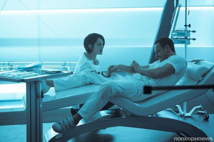 Майкл Фассберндер и Марион Котийяр в первом трейлере фильма «Кредо убийцы»