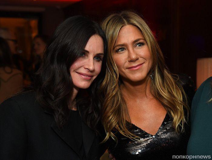 Лучшие подруги: Кортни Кокс поддержала коллегу по «Друзьям» Дженнифер Энистон на премьере «Пышки»