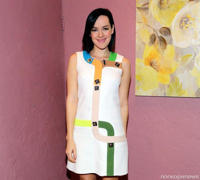 Звезда «Голодных игр» Джена Мэлоун объявила о своей беременности
