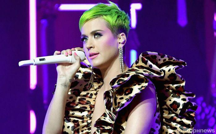 В тренде: Кэти Перри примерила ярко-зеленый цвет волос