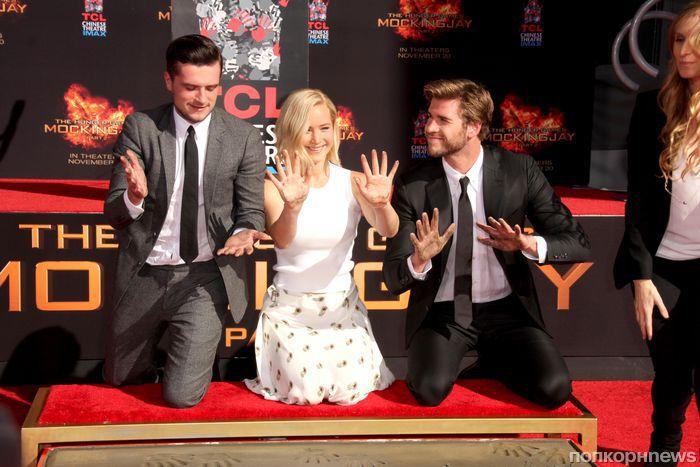 Дженнифер Лоуренс, Лиам Хемсворт и Джош Хатчерсон оставили свои отпечатки на Голливудском бульваре