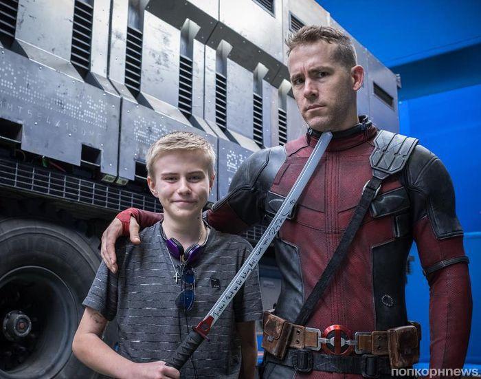 Райан Рейнольдс встретился с детьми-поклонниками на съемках «Дэдпула 2»