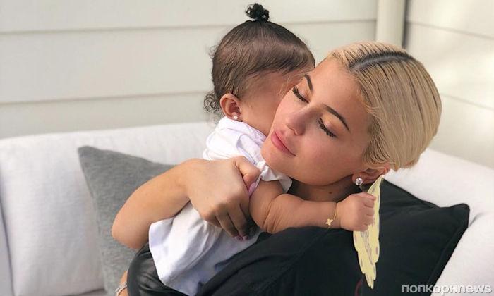 Годовалая дочь Кайли Дженнер получила в подарок на день рождения бриллиантовое колье
