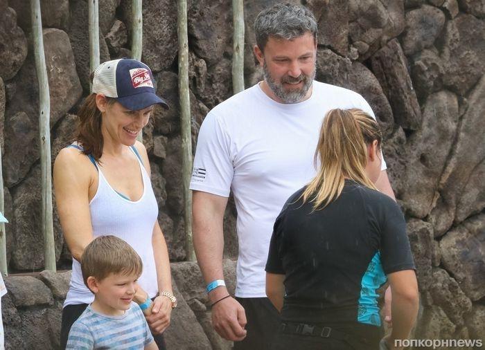 Дженнифер Гарнер с детьми навестила Бена Аффлека на Гавайях на Пасху