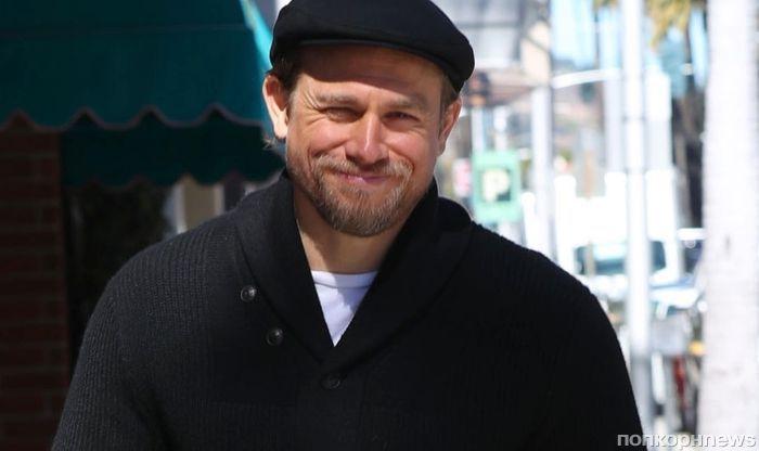 Редкий кадр: Чарли Ханнэм улыбается папарацци на улицах Беверли Хиллз