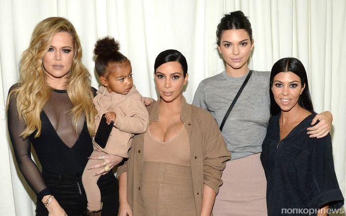 СМИ: сестры Кардашьян «не в восторге» от того, что у Ким и Канье будет четвертый ребенок