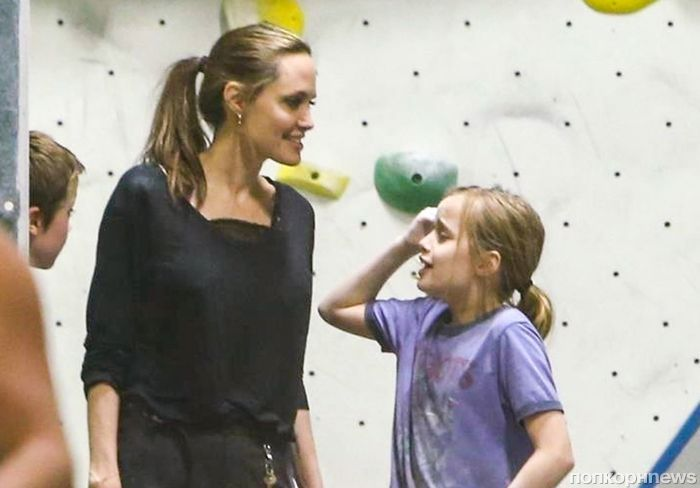 Пока Брэд Питт развлекается с Шарлиз Терон, Анджелина Джоли с детьми занимается скалолазанием