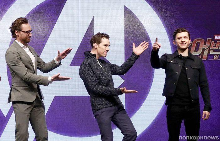 Британский десант: Том Хиддлстон, Бенедикт Камбербэтч и Том Холланд на премьере «Мстителей 3» в Сеуле