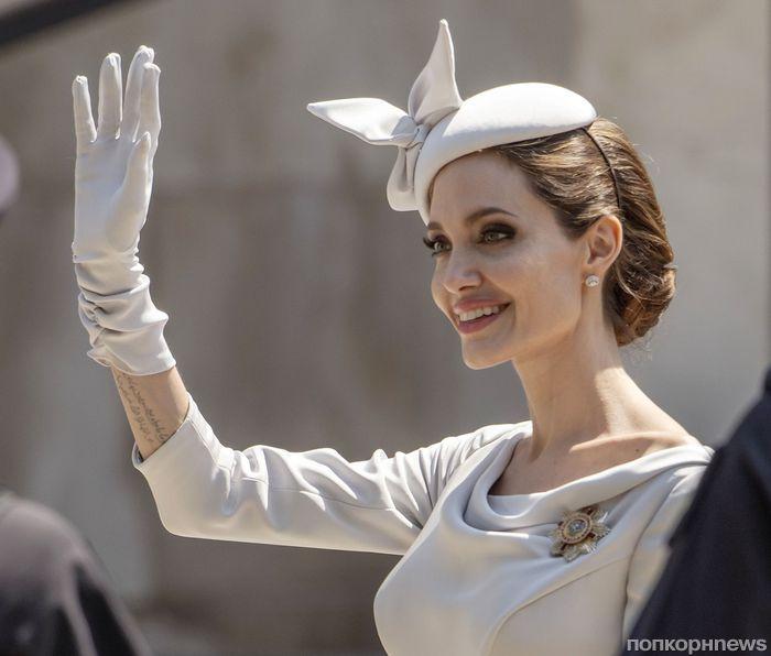 Фото: Анджелина Джоли на церковной службе в Лондоне