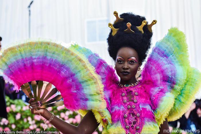 Творческое безумие: самые странные и нелепые наряды звёзд на Met Gala 2019