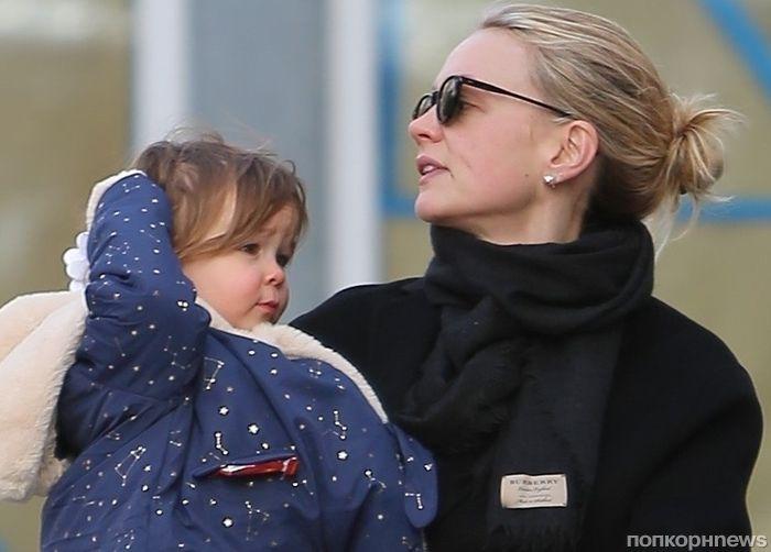 Фото: Кэри Маллиган впервые показала дочь