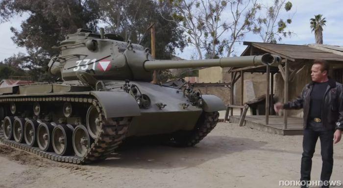 Видео: Арнольд Шварценеггер на танке раздавил лимузин