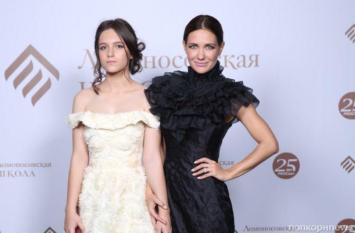 Фото: российские звезды, которые выглядят ровесницами своих детей