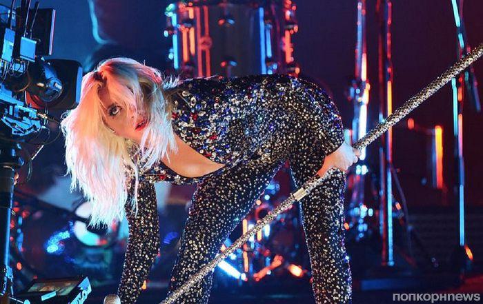 Фриковатое выступление Леди Гага на Грэмми разобрали на мемы