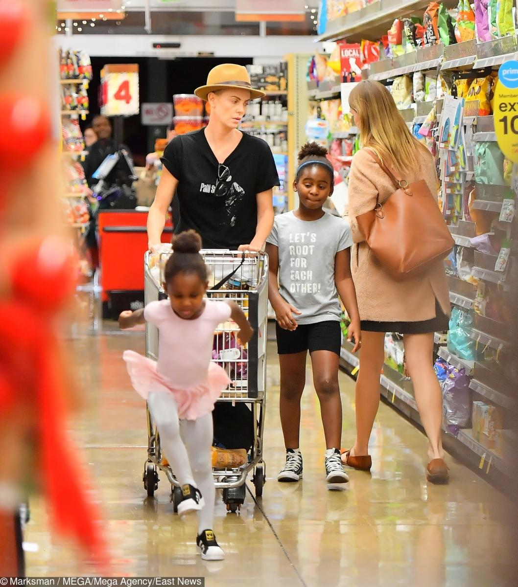 Мама с сыном в магазине женского белья инструкция чудо массажер