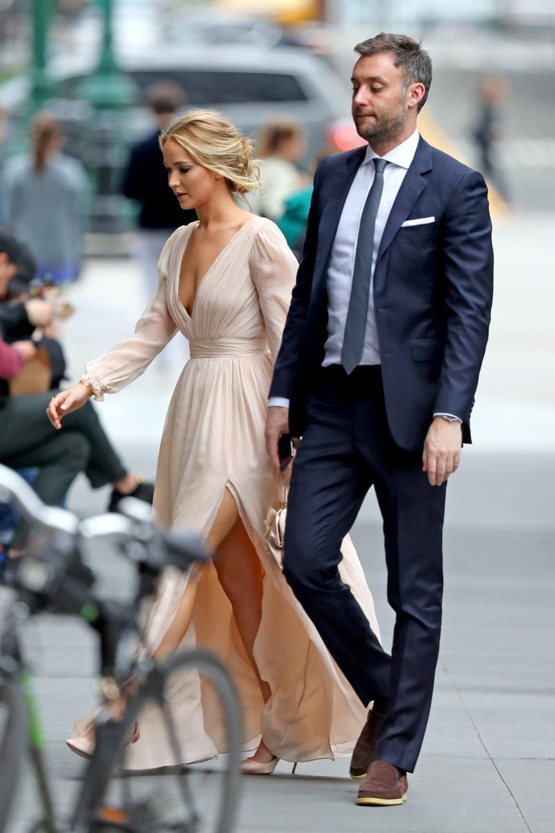 «Не устроила нечто грандиозное»: Дженнифер Лоуренс рассказала, о чем пожалела после свадьбы
