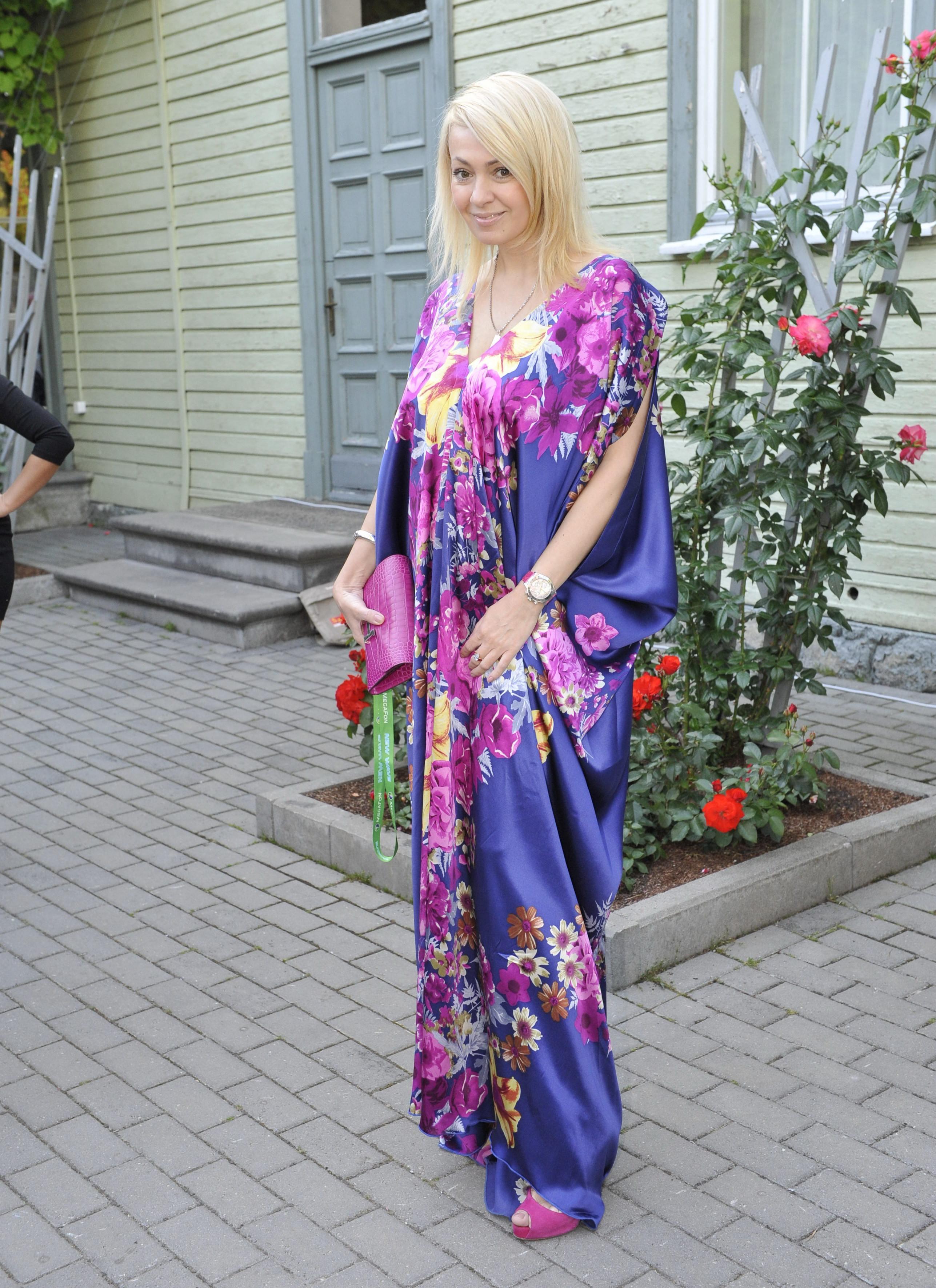 Рудковская забыла переодеться перед выходом на улицу