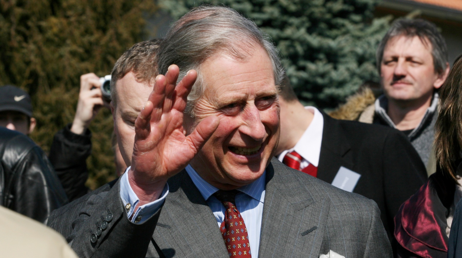Принц Чарльз отправил Гарри на одень день в клинику за наркотики