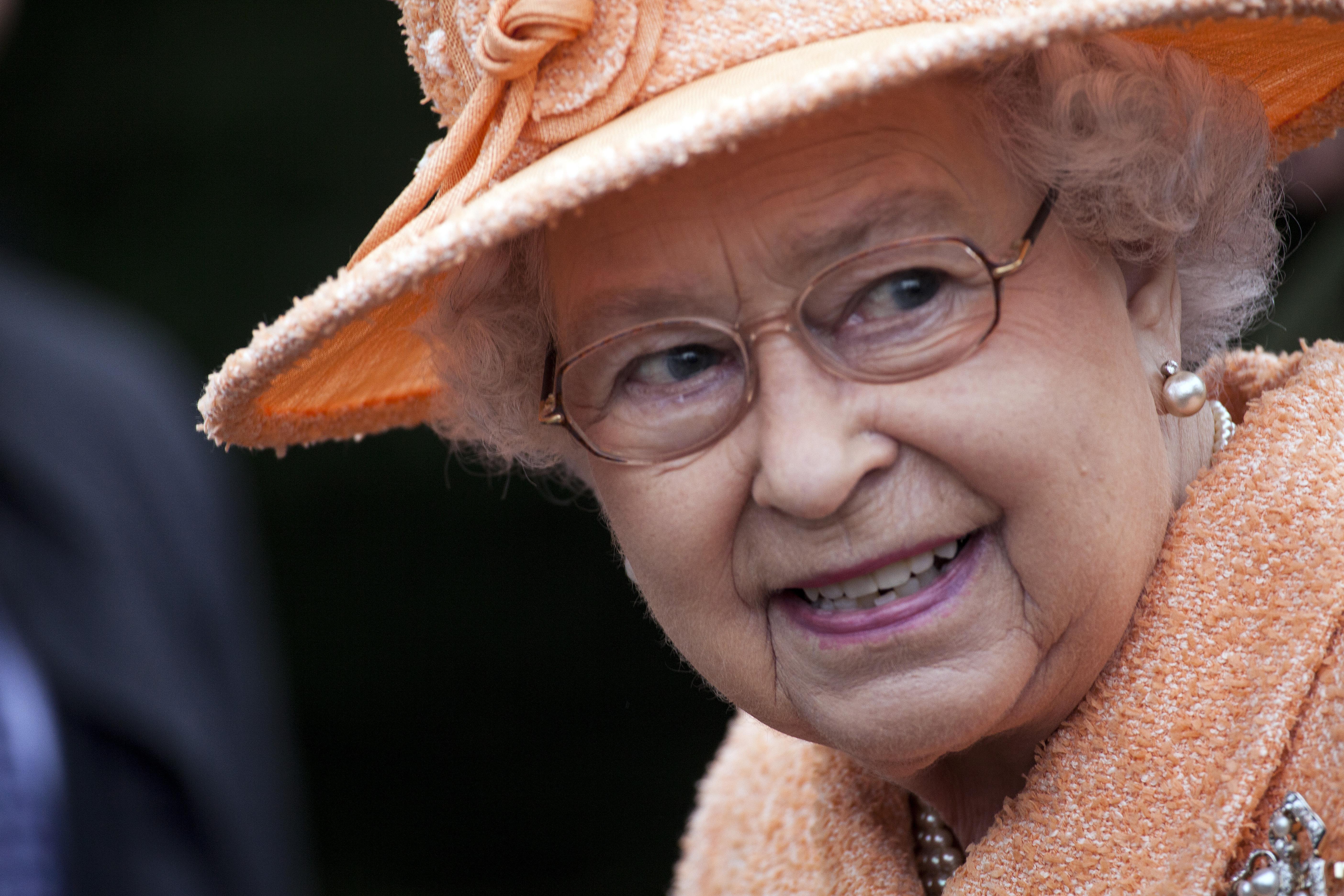 Королева Елизавета II любит внуков