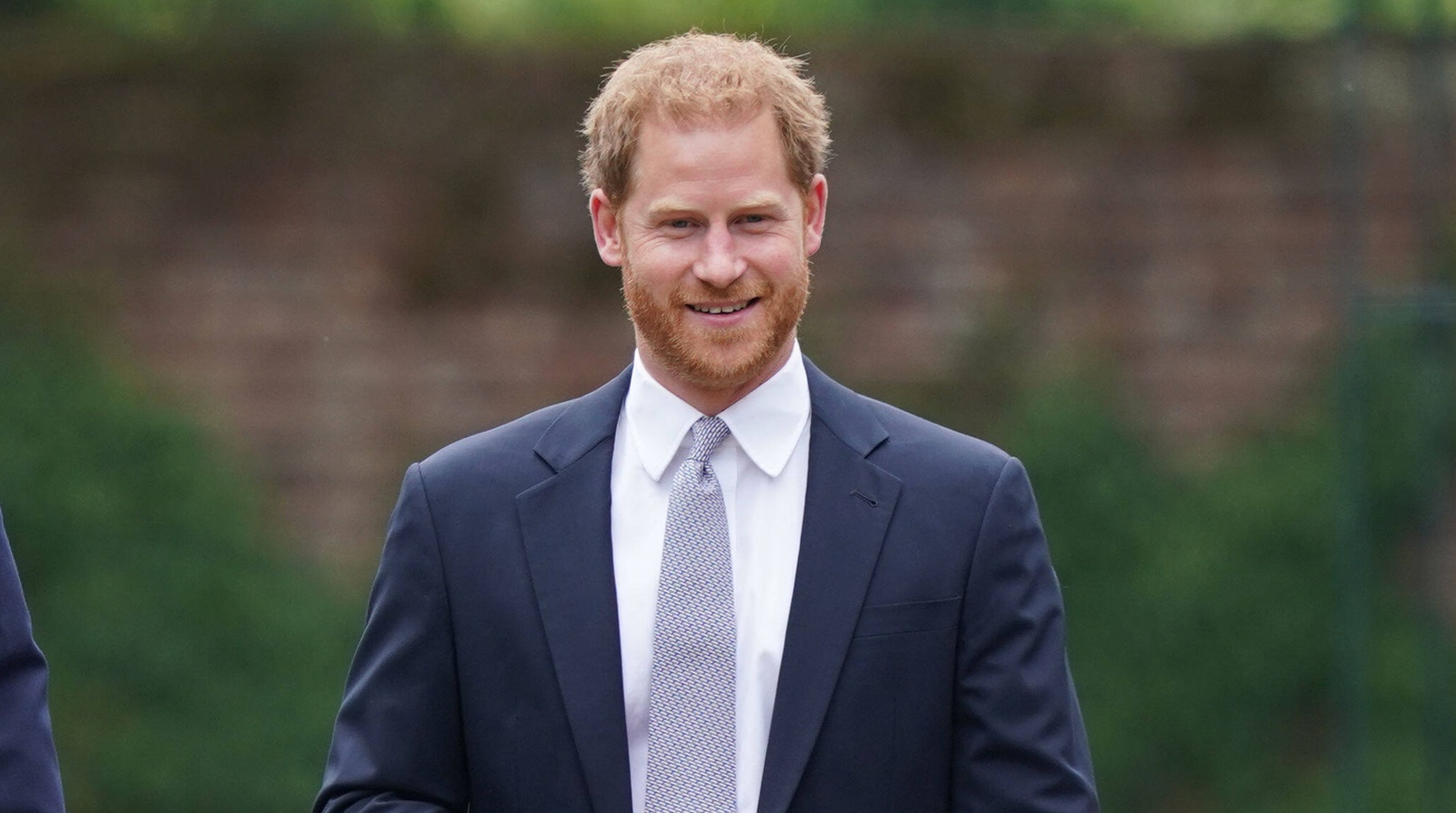 Принц Гарри живет возле плантации конопли