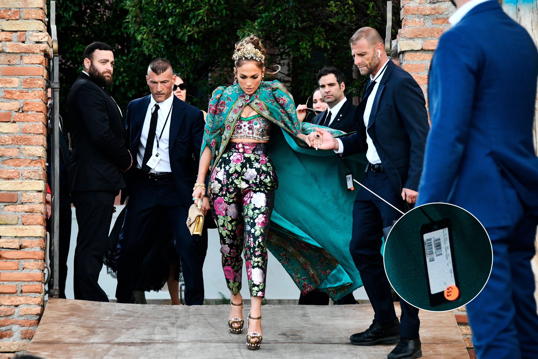 Лопес засветила ценник на накидке Dolce & Gabbana