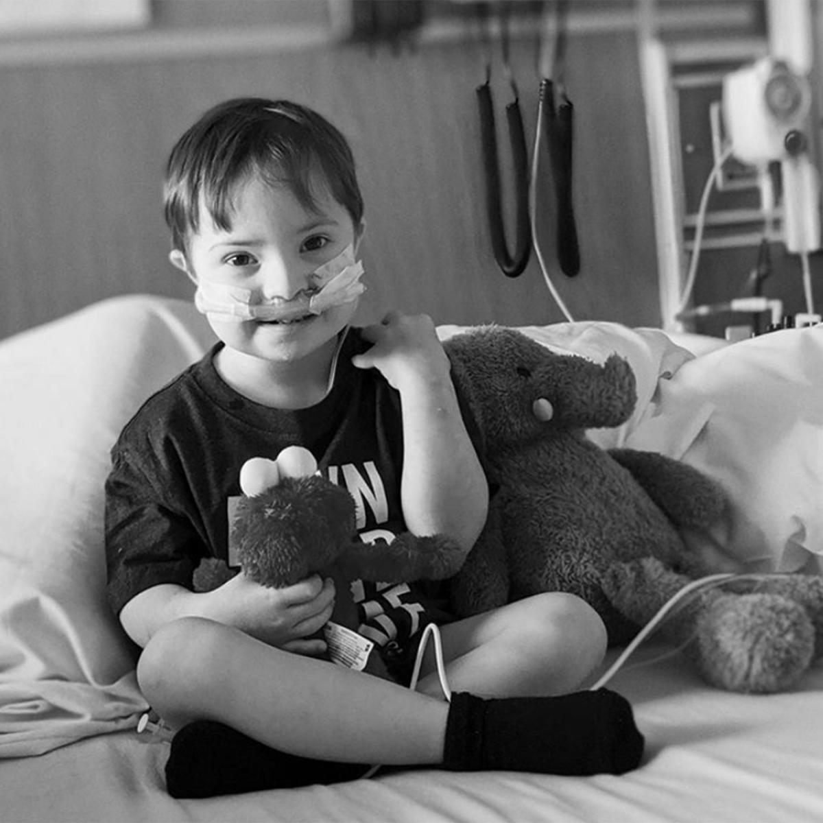 Картинки по запросу Дуэйн Джонсон спел песню из «Моаны» 3-летнему больному мальчику: «Потому что он боец»